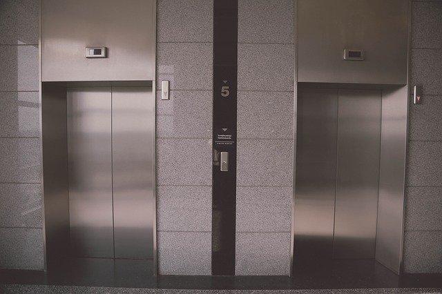 エレベーターに防犯カメラを設置する効果とは?