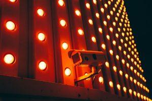 赤外線防犯カメラには、主に3つのメリットとなる特徴があります