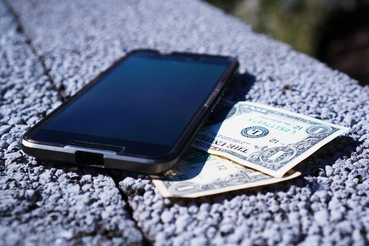 経費精算アプリのメリットとデメリットを解説!PC版との違いとは?