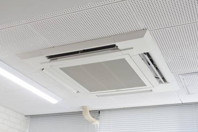 1673110 s - 天カセ4方向の業務用エアコンに付属するワイドパネルとは