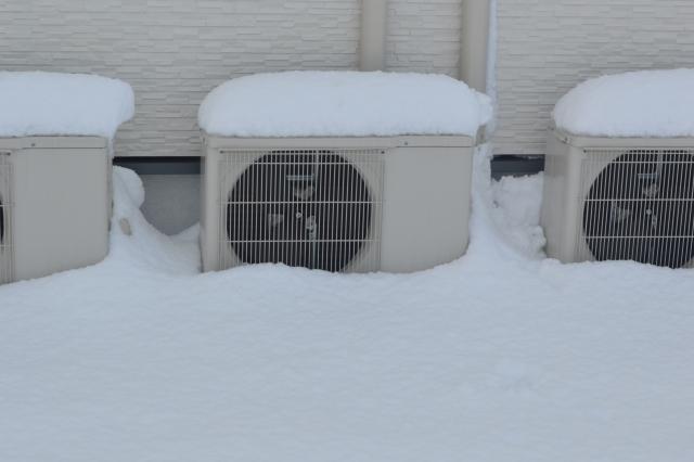 4396336 s - 積雪の影響で業務用エアコンに生じる不具合の内容と原因・対策方法