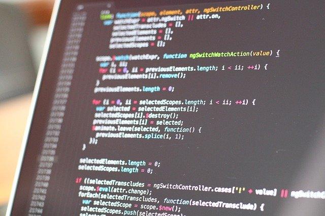 code 820275 640 - システム開発をスムーズにする4種の代表的な開発ツール
