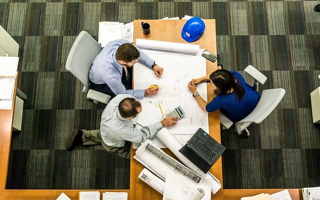 meeting 2284501 640 - システム開発の現場でよく発生する3つの課題と対応策