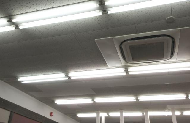 蛍光灯のちらつきが起きる原因と具体的な対策方法