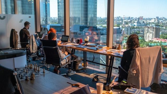 ant rozetsky HXOllTSwrpM unsplash - オフィスの空間を効率よく使えるフリーアドレスとは